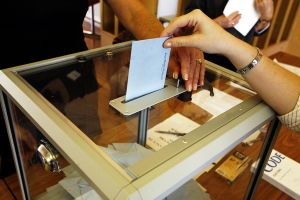 Casting ballot in France